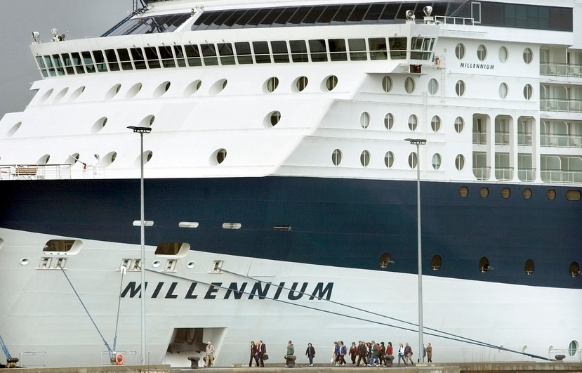 El barco zarpó el fin de semana con unos 500 pasajeros, que no estaban obligados a portar máscaras a bordo, e incluye paradas en Barbados, Aruba y Curazao.