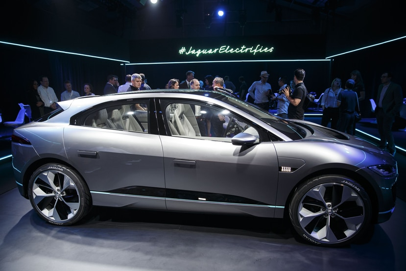 Jaguar presentó el modelo Land Rover PLC I-Pace, una SUV de lujo. (Bloomberg)