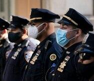 Agentes del Departamento de Policía de Nueva York durante un servicio en la Catedral de San Patricio en Nueva York.