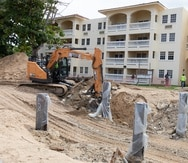 Construcción y ampliación de estructuras del condominio Sol y Playa, en Rincón.