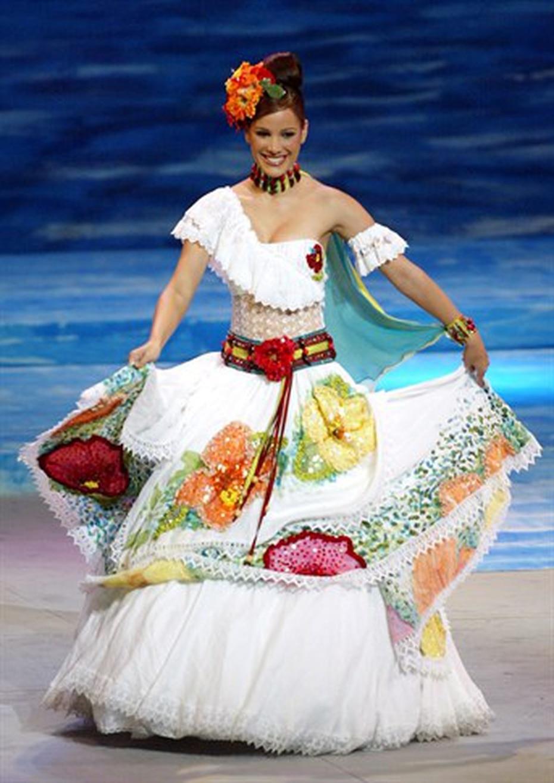 Isis Casalduc ha sido la única candidata de Puerto Rico que ha logrado un premio en la categoría de traje típico en Miss Universe. Obtuvo  en el 2002 un segundo lugar con la inspiración de una jíbara campesina. (Archivo)