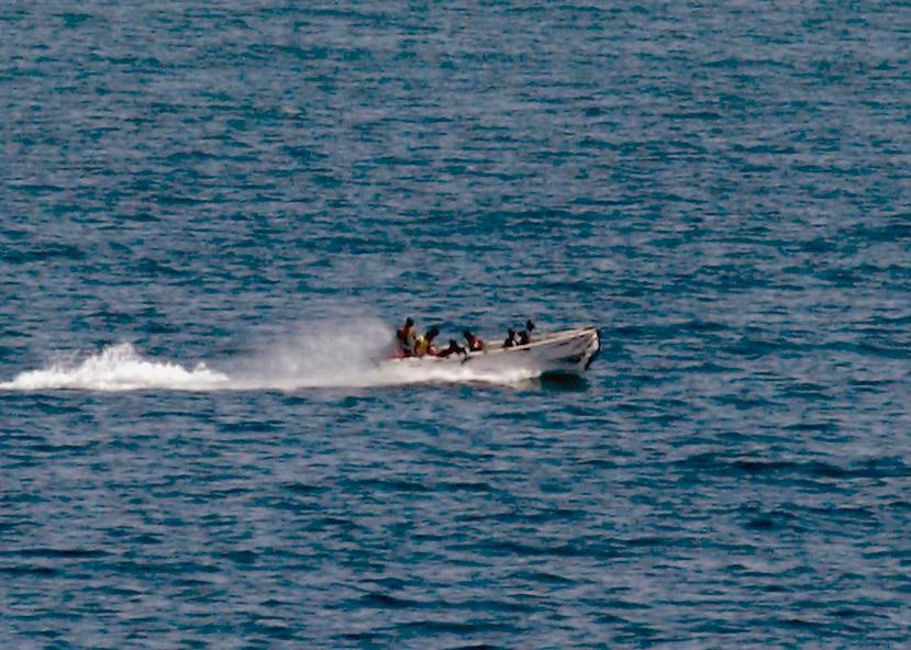 La Armada anunció que asignó 15 buques, 24 botes patrulla de menor dimensión y cinco aeronaves para vigilar la región sur del Golfo de México, donde se ubican la mayoría de los pozos petroleros del país. (AP)