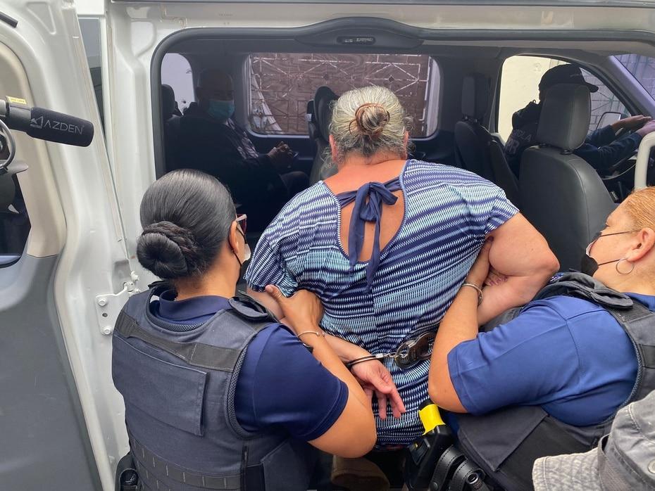 Una de las arrestadas tiene 75 años y fue localizada con cocaína en bolsa y piedra.