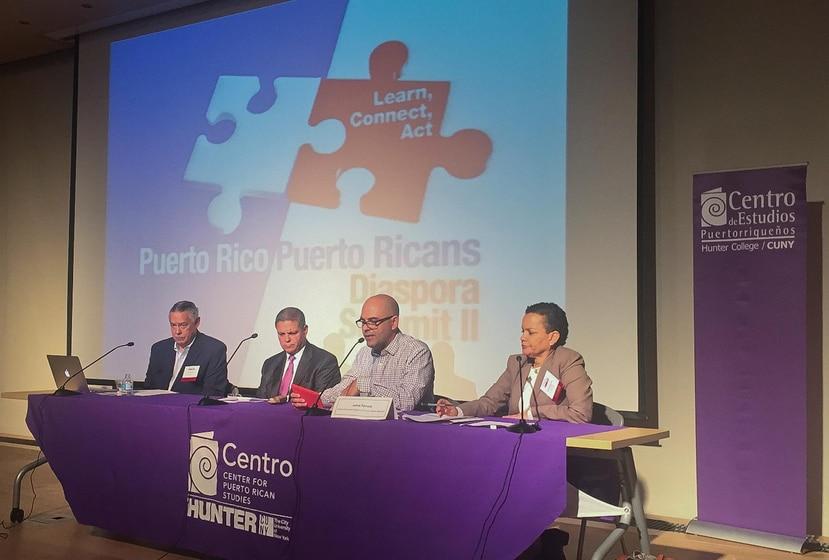 De izquierda a derecha, el periodista Juan González; el abogado Carlos Cuevas;  Jaime Farrant, de la Agenda Nacional Puertorriqueña; y la asesora legal de El Puente, Ruth Santiago.