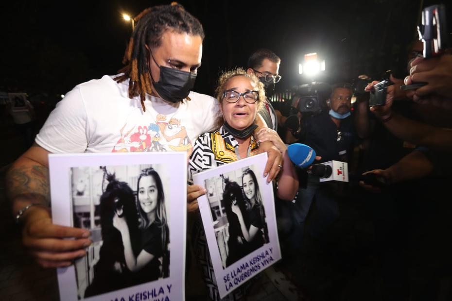 Keila Ortiz Rivera, madre de Keishla Rodríguez, llegó poco después al tribunal federal.