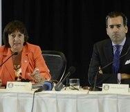 La JSF, encabezada por José Carrión (der.) y Natalie Jaresko, aprobó un presupuesto que incluye un 10% de aumento en comparación con el del año anterior.