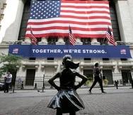 En lo que va de año, el Índice de Bonos Municipales de Puerto Rico de Standard & Poor's Dow Jones ha apreciado cerca de 5.8%. En la foto, la popular estatua de la Niña sin Miedo frente a la Bolsa de Valores de Nueva York.