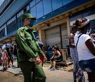 En esta semana que concluye hoy Cuba ha acumulado 59 casos positivos, 176 altas y dos muertes, mientras que en el último reporte se informó que sólo hay tres casos graves y no hay pacientes críticos. (AP / Ramón Espinosa)