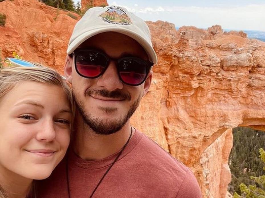 La policía busca a Laundrie desde el 18 de septiembre en una reserva en Florida, donde sus padres alegaron que podría estar. Dos días después, agentes allanaron la residencia de los padres del joven.