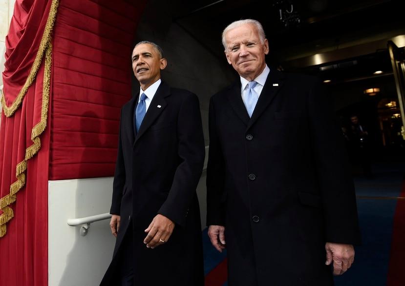En esta foto de archivo del 20 de enero de 2017, el presidente Barack Obama y el vicepresidente Joe Biden arriban a la juramentación del presidente electo Donald Trump en Washington.