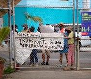 Manifestantes cerca del área de la terminal de Vieques, el 10 de marzo de 2020.