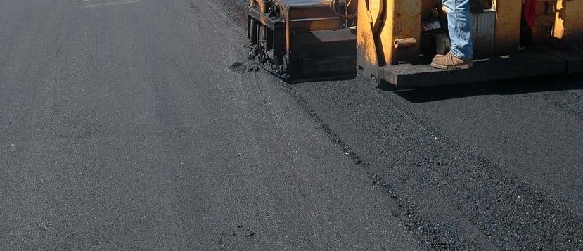 Se estará depositando asfalto en el carril izquierdo.