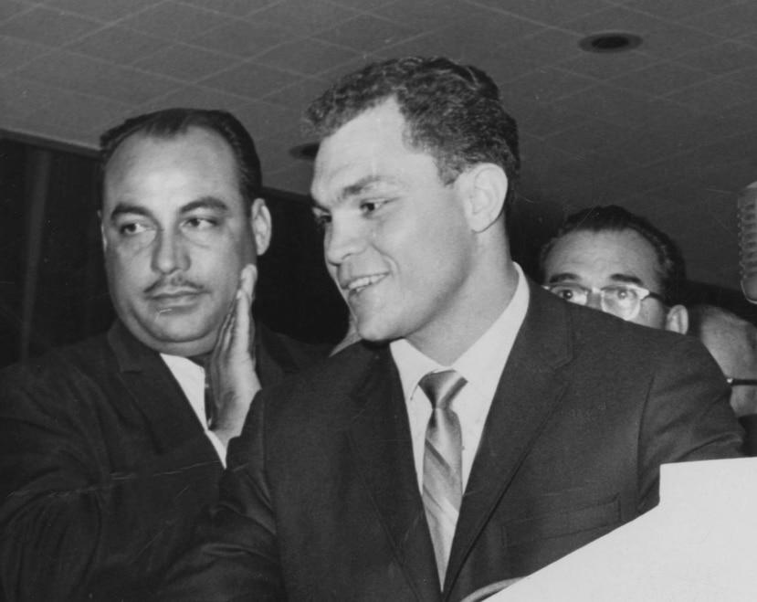 Un joven Carlos Ortiz se dirige a los medios durante una conferencia de prensa.  (Archivo)