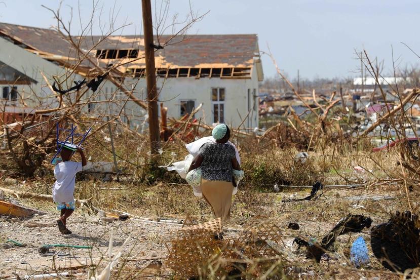 La cifra oficial de víctimas mortales por el huracán Dorian se mantiene en 50. (EFE)