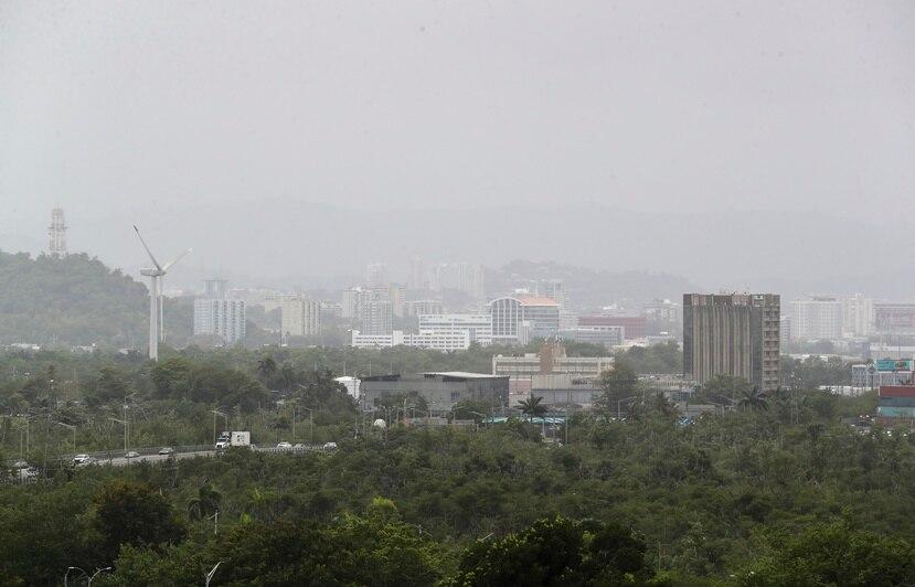 Vista a la densa nube de polvo del Sahara que afectó a Puerto Rico el sábado, 21 de agosto de 2021.