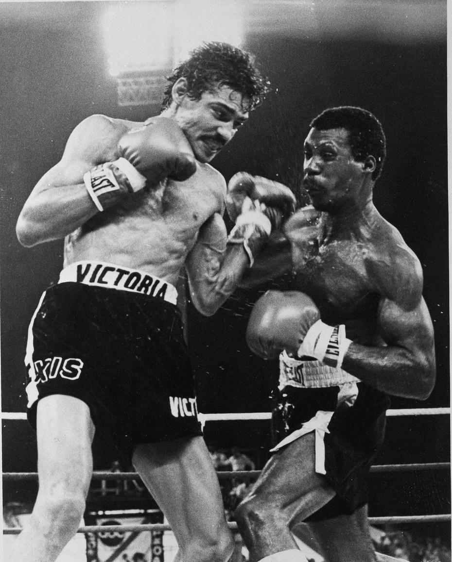 Alfredo Escalera (der.) perdió su cetro super pluma del Consejo Mundial de Boxeo (CMB) el 28 de enero de 1978 ante Alexis Argüello.
