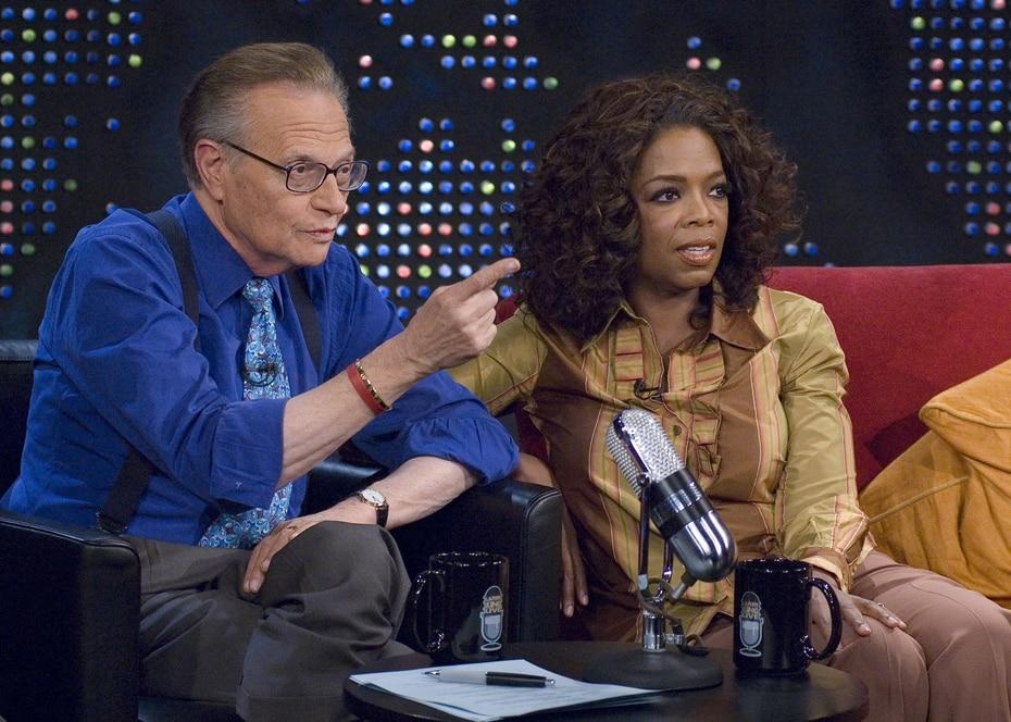 Oprah Winfrey conversa con Larry King en una entrevista realizada en Nueva York el 25 de septiembre de 2006.