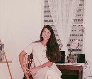 La cantautora Andrea Cruz presenta su primer libro de poesía