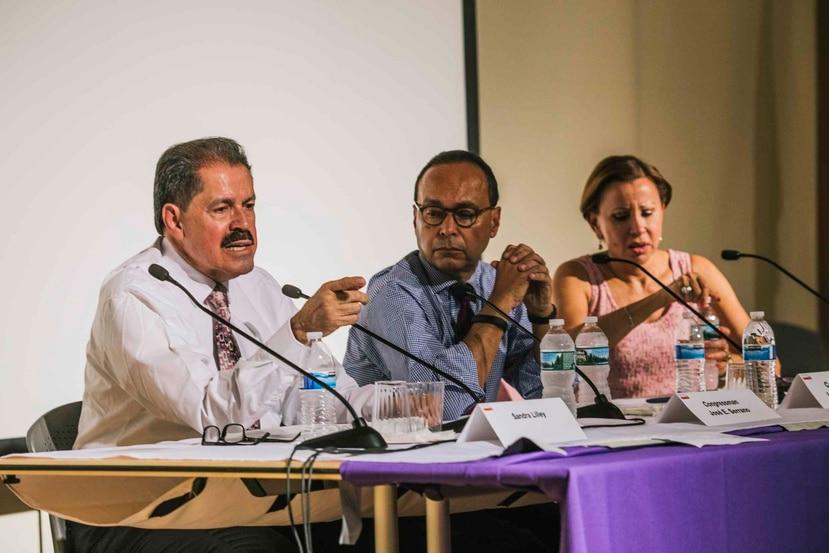 Los congresistas demócratas José Serrano, Nydia Velázquez y Luis Gutiérrez han participado de las reuniones previas. (Archivo / GFR Media)