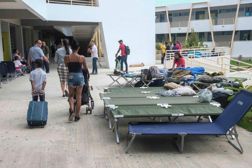 La escuela Bernardino Cordero, en Ponce, que sirve de refugio. El edificio es una de las escuelas del Siglo XXI.