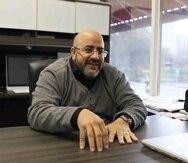 Edwin Prado, de 53 años, se crió en Country Club, y maneja su práctica entre Puerto Rico y Florida.