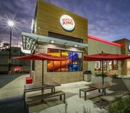 """La cadena de comida rápida Burger King busca """"drivers"""", coordinadores/as de turno (gerenciales) y asociados/as de servicio y calidad. Todos deben ser mayores de 18 años."""