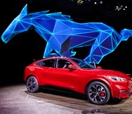 El Mustang Mach-E de Ford, es una SUV que evoca la estrecha relación de la compañía automotriz con los vehículos deportivos.