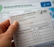 Para realizar cualquier denuncia o queja en torno a falsificación con la tarjeta de vacunación, puede comunicarse de forma confidencial al 787-522-6300 o escribir a investigaciones@salud.pr.gov.