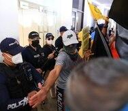 La Policía impidió que los empleados de la AEE lograran acceso a las oficinas de la Junta de Supervisión Fiscal.