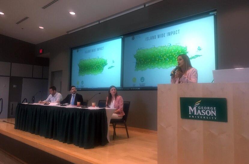 En el podio, Annie Mayol, directora ejecutiva de Foundation for Puerto Rico, quien tuvo una participación durante la cumbre de Startup Societies Foundation.