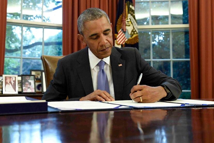 El presidente Barack Obama en la firma del proyecto Promesa. (AP)