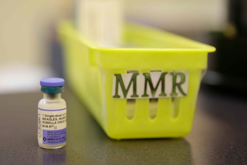 En esta fotografía del 6 de febrero de 2015 se muestra una vacuna contra el sarampión en una clínica pediátrica en Greenbrae, California. (AP Foto/Eric Risberg, Archivo)