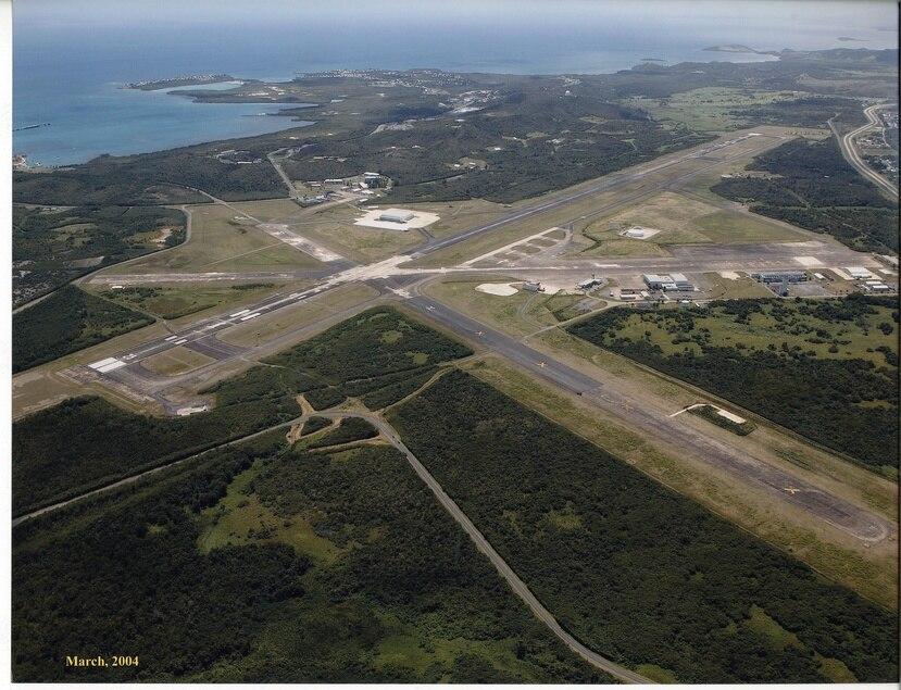 Según del titular de la Autoridad de los Puertos, Joel Pizá, en la eventualidad de que se utilice como puerto espacial, es posible que el aeropuerto de Ceiba (arriba) pueda seguir recibiendo vuelos desde las islas municipio.