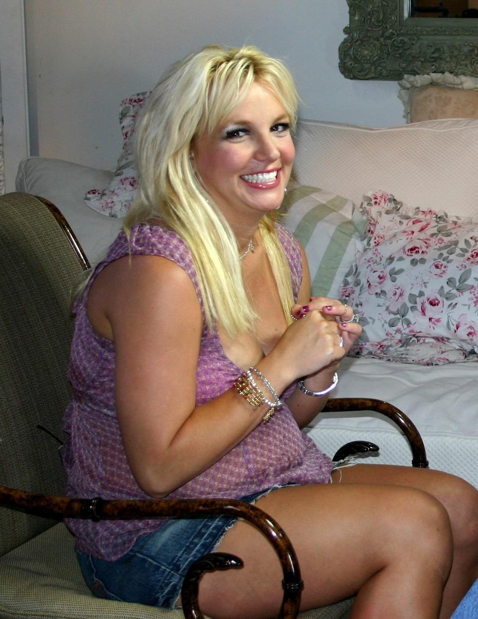 Para el tiempo de ese segundo embarazo, ya los medios documentaban los conflictos de en la vida familiar de Britney y pasaban juicio sobre su forma de criar.