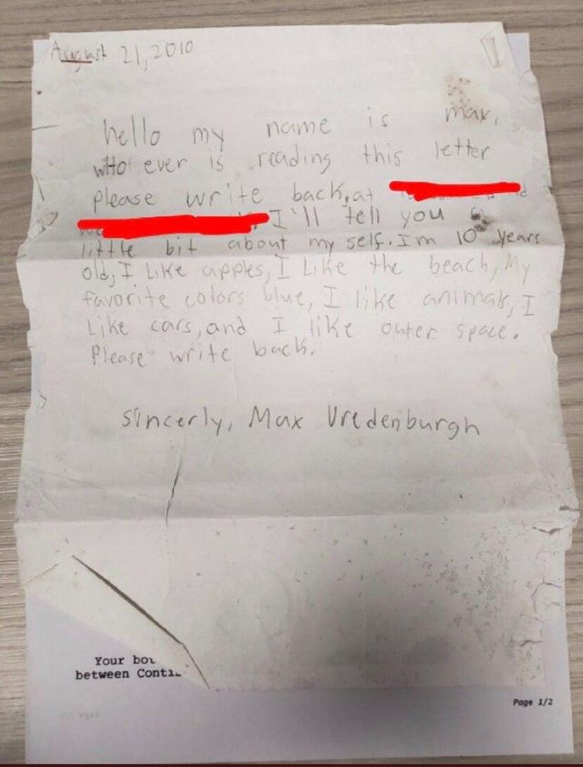 """El joven escribió que quien recibiera la carta """"por favor le escriba al remitente"""". (Captura/Twitter)"""