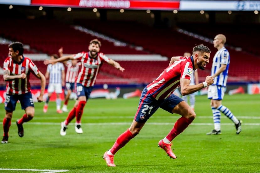 Yannick Carrasco, del Atlético de Madrid, corre para celebrar su gol de esquina.