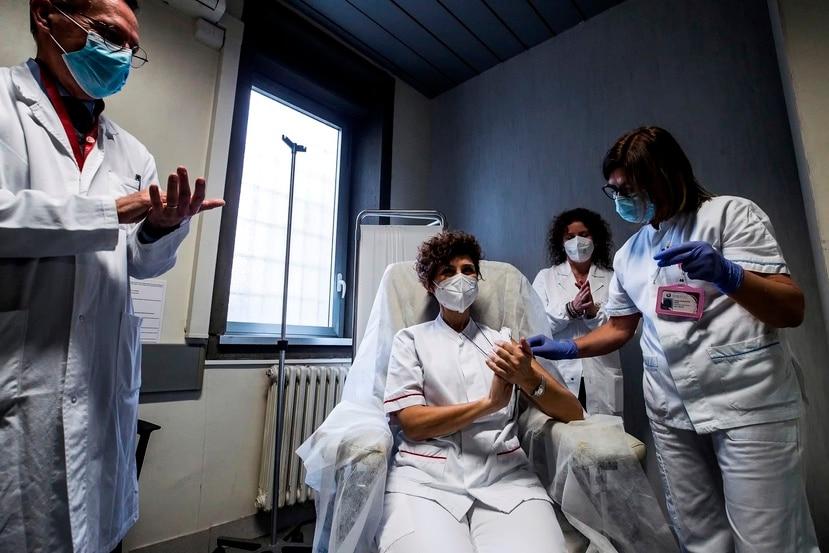 La presidenta de la Comisión Europea, Ursula von der Leyen, sostuvo que una cuarta parte de todos los europeos han tenido su primera dosis.