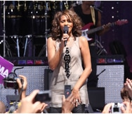 La mejor amiga de Whitney Houston revela que mantuvieron un romance