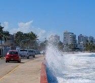 Una fuerte marejada azota al área de Ocean Park.