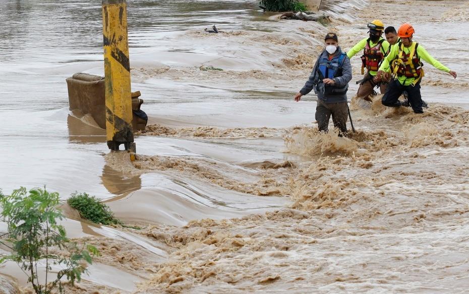 Iota azotó el Caribe norte de Nicaragua como un huracán de categoría 4 provocando la destrucción de viviendas, derrumbes y desbordes de ríos.