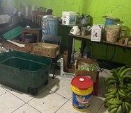 Entre los hallazgos en cuanto a salud ambiental, precisó que se encontró alimentos dañados que no había sido desechados, así como basura almacenada dentro del congelador que también contenía los alimentos que serían preparados para los clientes.