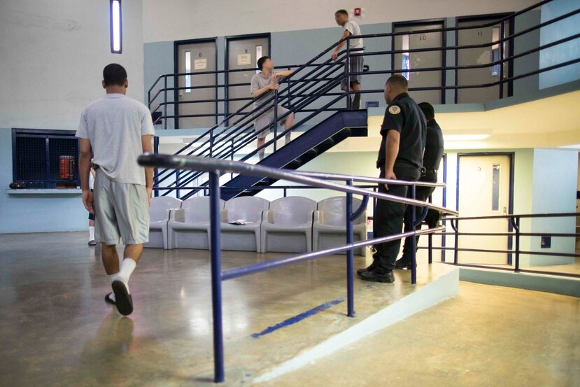 La Ofician de Prensa de la Comandancia de Ponce indicó que la información preliminar apuntaba a la fuga de al menos tres miembros de la población de la institución de menores. (GFR Media)
