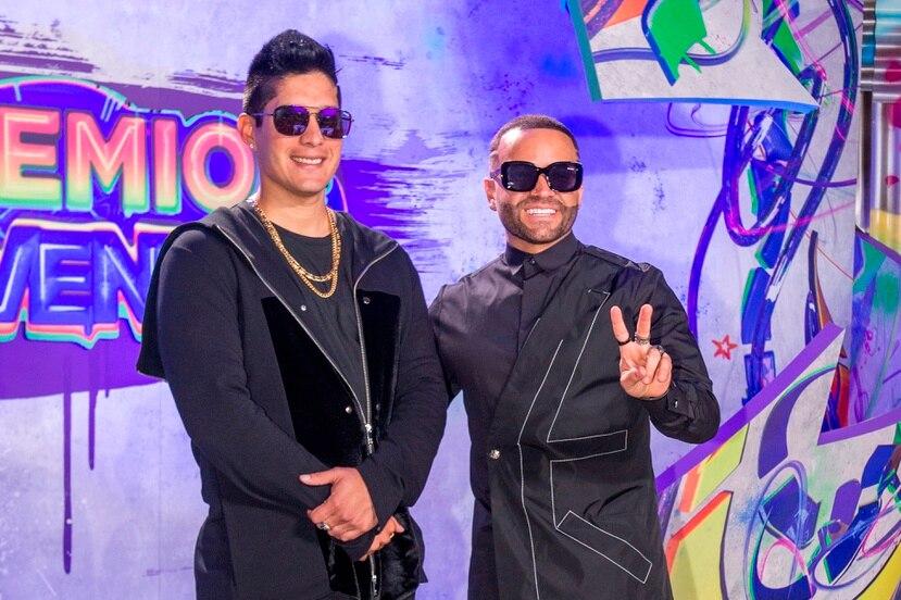"""Los artistas lanzaron en marzo de 2020 el primer sencillo, un tema con el sello de urbano tropical que les dio fama internacional y al que le dieron el nombre de """"Raro""""."""