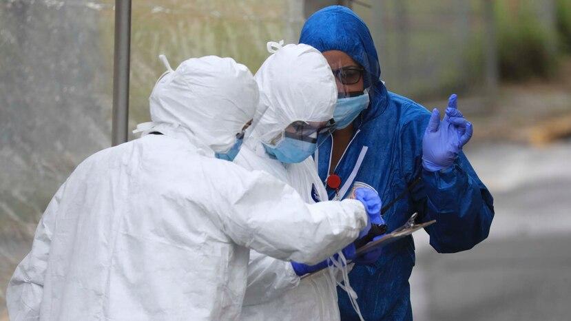 Voluntarios médicos que atienden la emergencia del COVID-19 en el CDT de Río Piedras.
