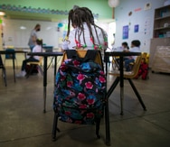 Los CDC permiten ahora que los escritorios en las escuelas estén más cerca