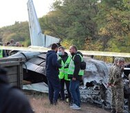 Un avión militar se estrelló en Ucrania y fallecieron 26 personas.