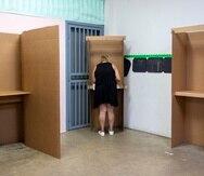 16 de Agosto de 2020/ Humacao, Puerto Rico/ Electores de los partidos PNP y PPD salen a ejercer su derecho al voto en las primarias como preámbulo a las elecciones generales. A diferencia del domingo pasado los centros de votación fluyen con normalidad. En la foto Votaciones corren en normalidad en la escuela Elementaria Lidia Fiol del pueblo de HumacaoFoto Dennis M. Rivera Pichardo