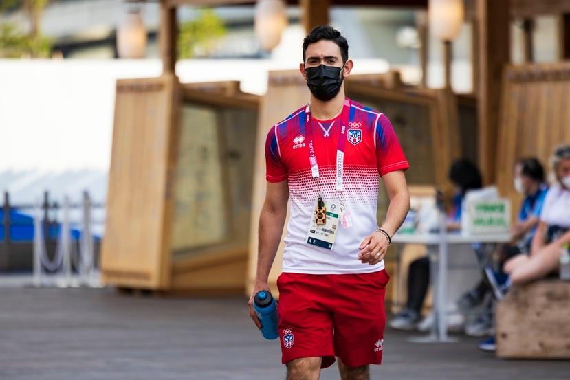 Brian Afanador, aquí caminando a las afueras de la Villa Olímpica, está en sus segundos Juegos y comenzará su participación en la madrugada del sábado.