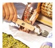 """Entre los artículos disponibles en la nueva tienda virtual pueden encontrar dominó, sombrilla, """"shaker"""", vaso, gorras y artículos para bartenders, desde una herramienta multiusos para preparar sus tragos (sobre estas líneas), hasta diferentes estilos de """"mat"""" para las barras."""