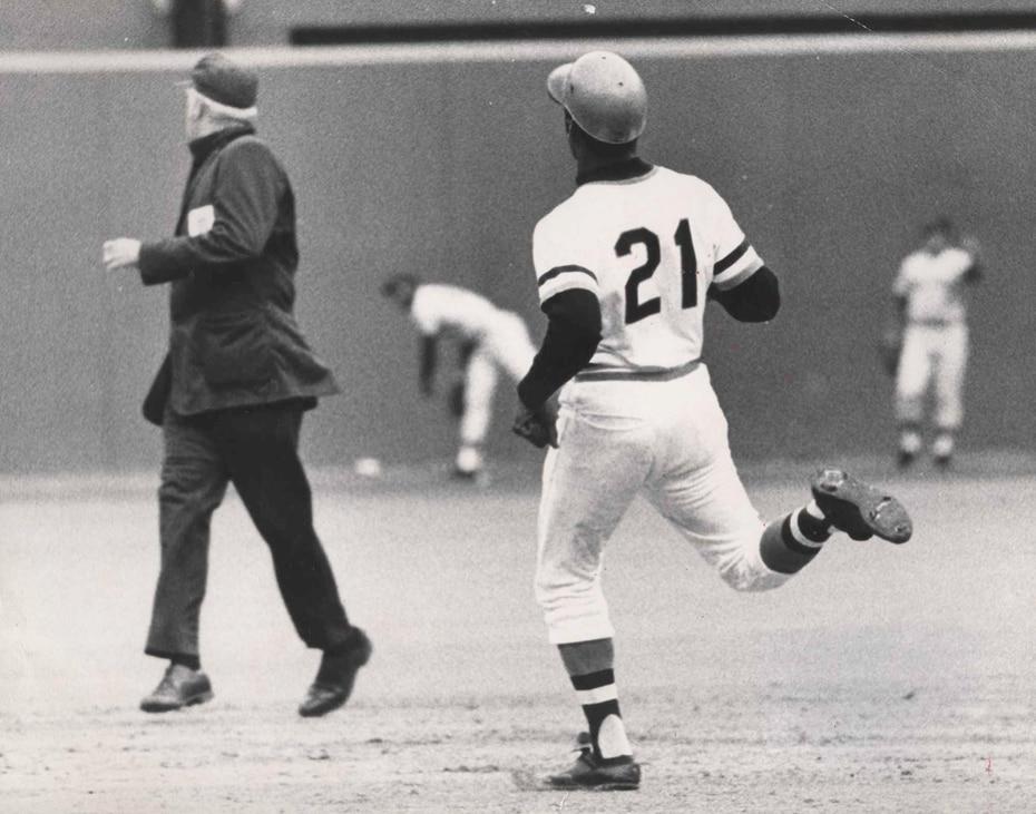 Y para cerrar con broche de oro, el 30 de septiembre de 1972 se convirtió en el primer latinoamericano en llegar a la mítica cifra de los 3,000 inatrapables. (Luis Ramos)